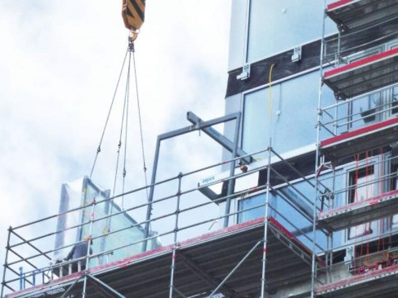 eepos facade crane in use