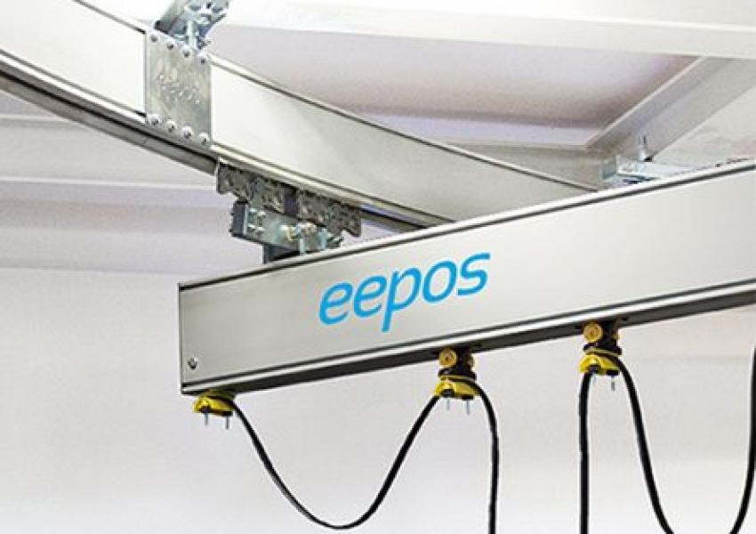 Die Herausforderung: Der eepos-Einträgerkran mit 2 m Hakenhöhe sollte 1 Tonne Traglast auf einer Kranbahn mit einer 90° Kurve transportieren können.