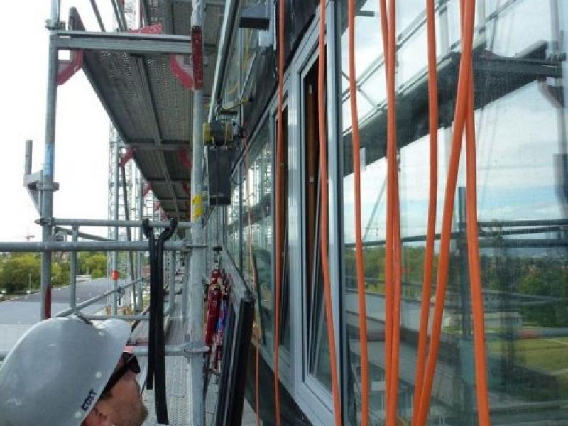 eepos Alu-Einschienenbahnen sind bei der Fassadenmontage am Triemli-Krankenhaus in Zürich im Einsatz